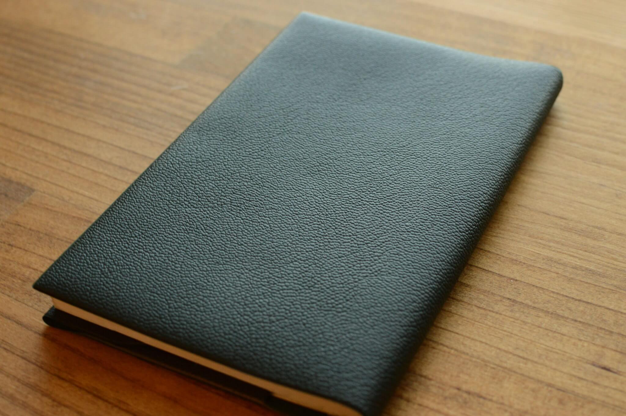 安価なのに完璧なブックカバー「コンサイス皮革調ブックカバー」